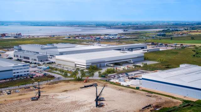 London Gateway Warehouses-V4-10.11.jpg
