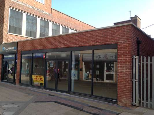 1B Spencer Court, Willow Place & Corby Town Shopping, Corby
