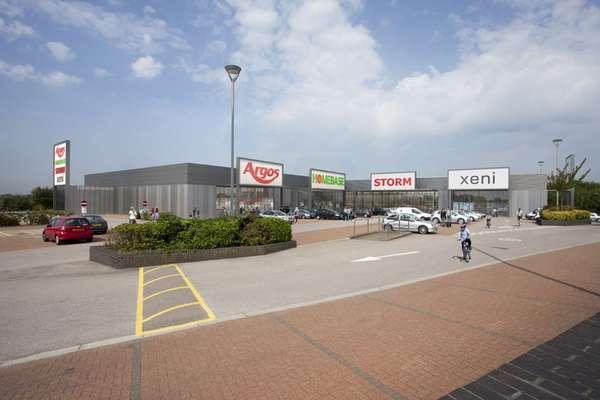 Pentavia Retail Park - Picture 4