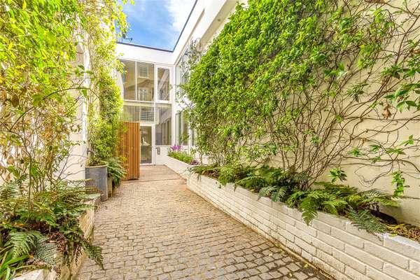 Entrance/Courtyard