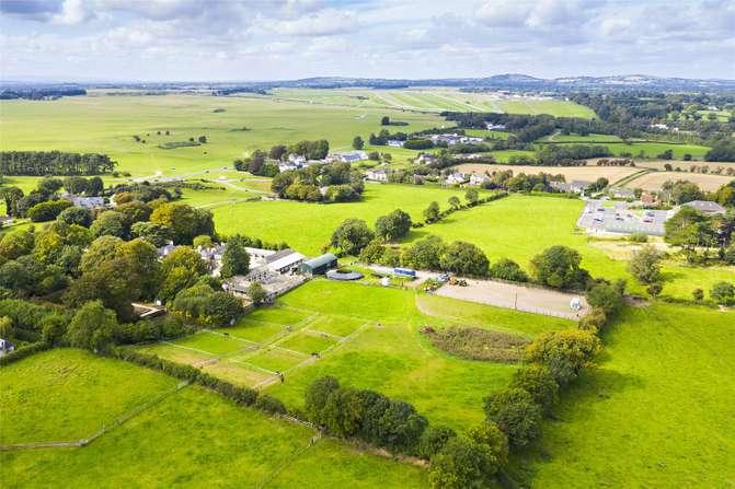 Jockey Hall on c. 3 Acres, Curragh, Kildare - Jordan Town and