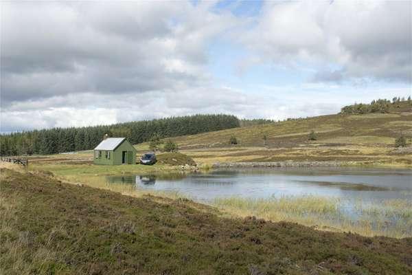 Urlar Loch Lunch Hut