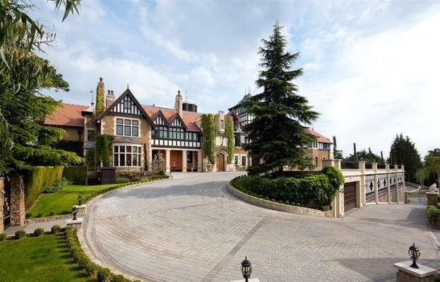 Pinewood House