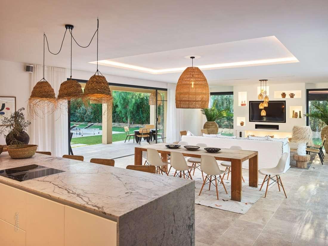 Savills | Bien immobilier à vendre à 83990, France