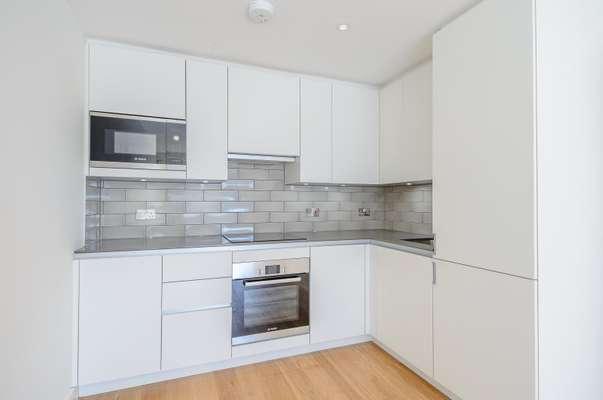 Spacious Kitchen with 6 BOSCH Appliances