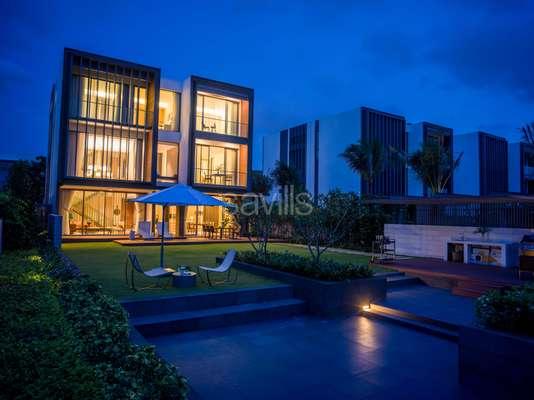 Nightime_Riverfront villa 1.jpg
