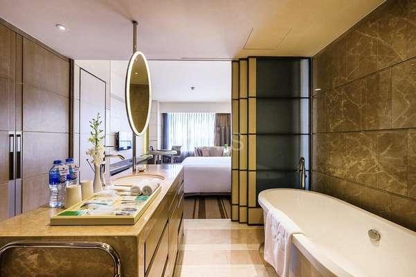 bathtub.jpg2.jpg
